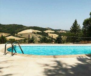 zwembad villa marsi in le marche Urbino Italie