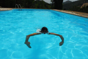 swimming in the pool of Villa Marsi