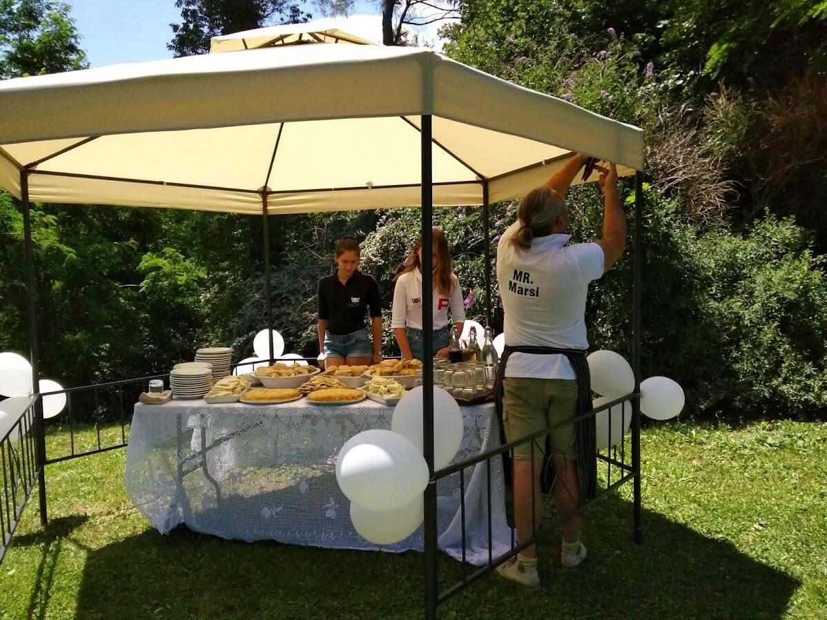 Villa Marsi lunch buffet onder prieeltje