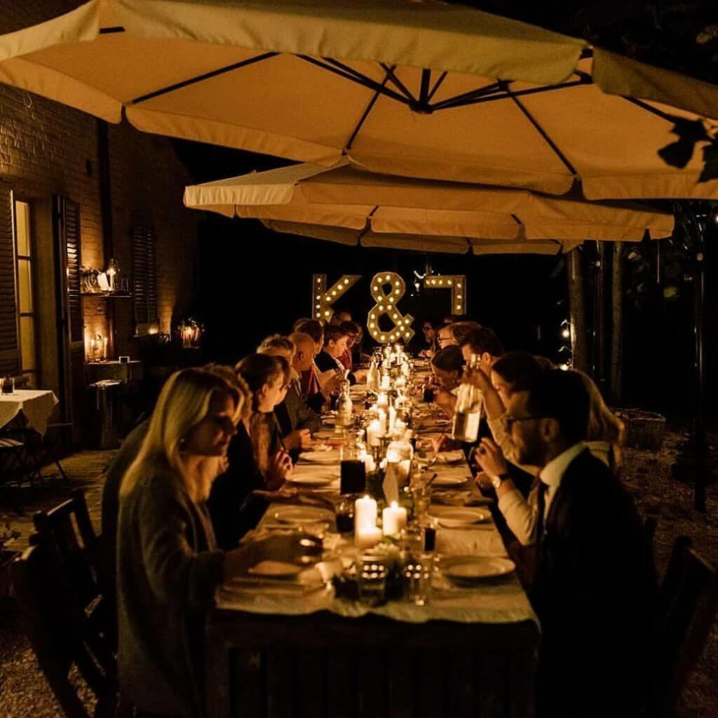 Bruidstafel villa marsi met letter lampen