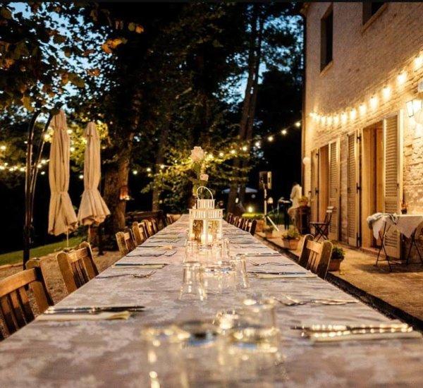 Villa Marsi diner tafel met lantaarns en priklampjes
