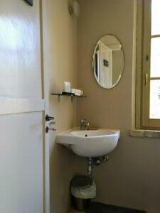 Villa marsi badkamer met hotel cosmetica