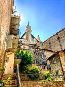 urbino huizen torens le marche